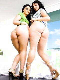 Групповой секс с двумя лярвами, которые обожают глубокий минет