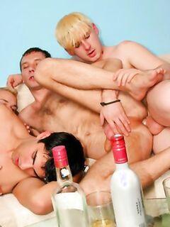 Ебля трех пьяных геев