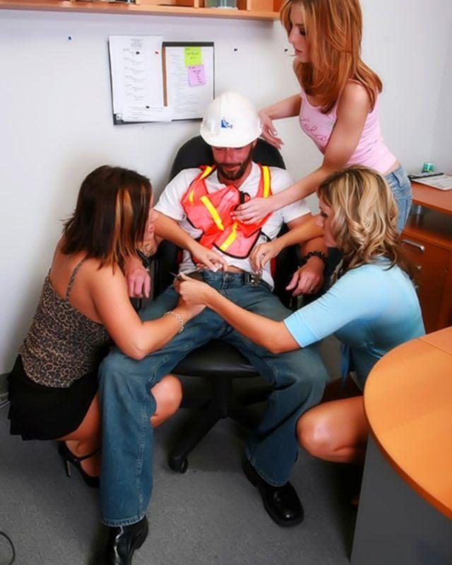 Сантехника затрахали три сучки в офисе