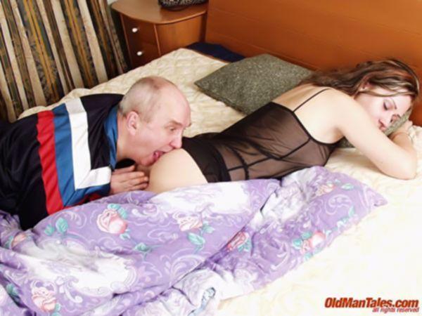 Похотливый дед выебал спящую молодуху