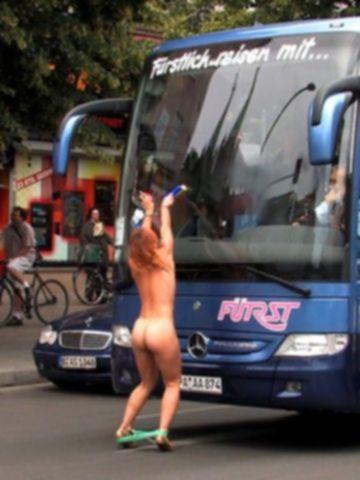Экскурсоводшу грубо отимели туристы на публику