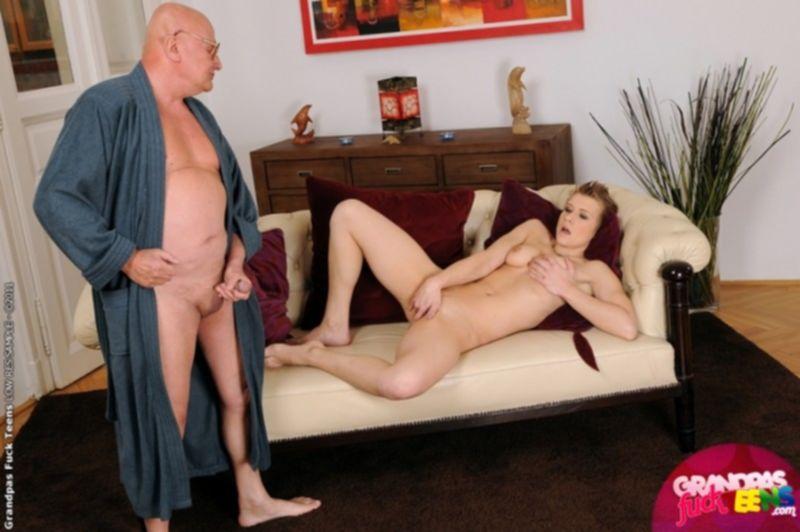 Лысый старик жестко трахает юную Карину