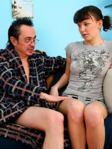 Отец и сын лишили девственности молодую блядь Марину