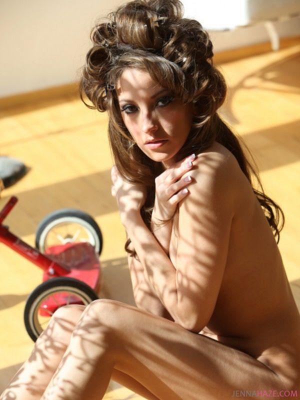 Известная порно модель Ирена на приватном показе