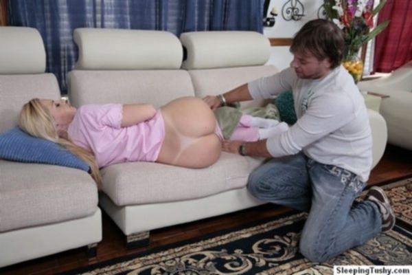 Муж сладко вылизал анус жене блондинке