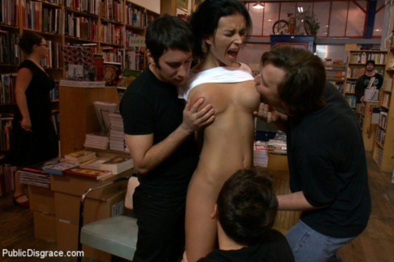 В библиотеке жестко трахают молодую сучку