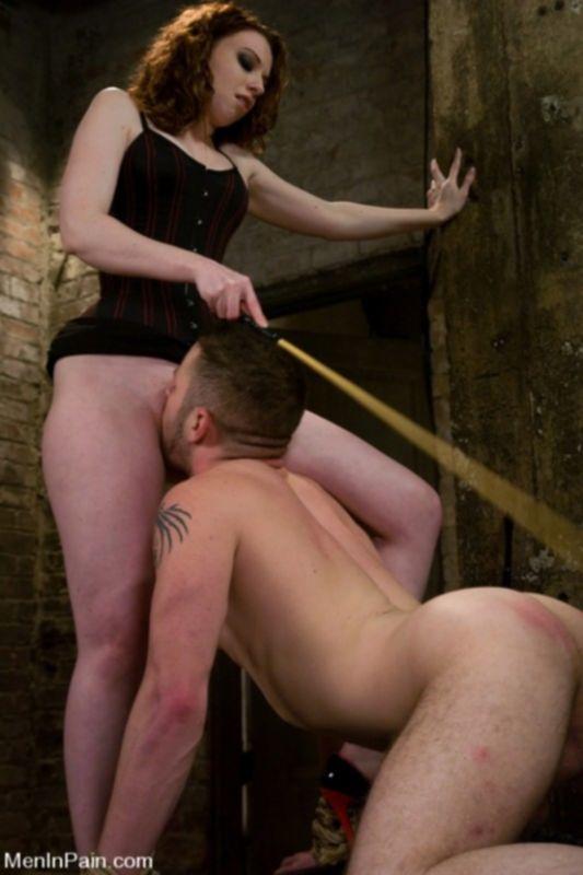 Доминирующая девочка заставляет парня ебать ее