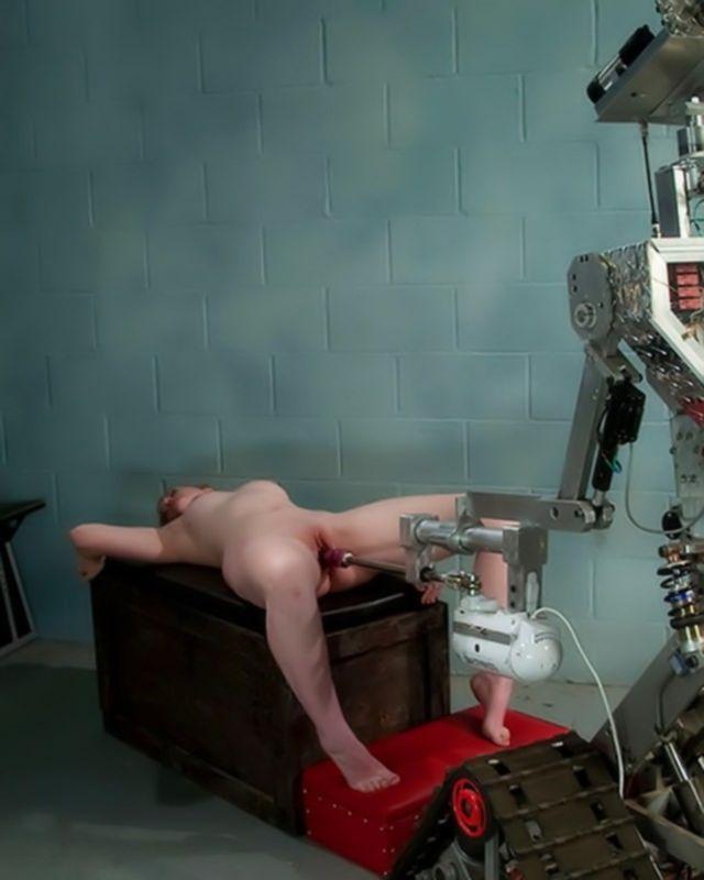 Большой робот в роли секс машины для красотки Джесси
