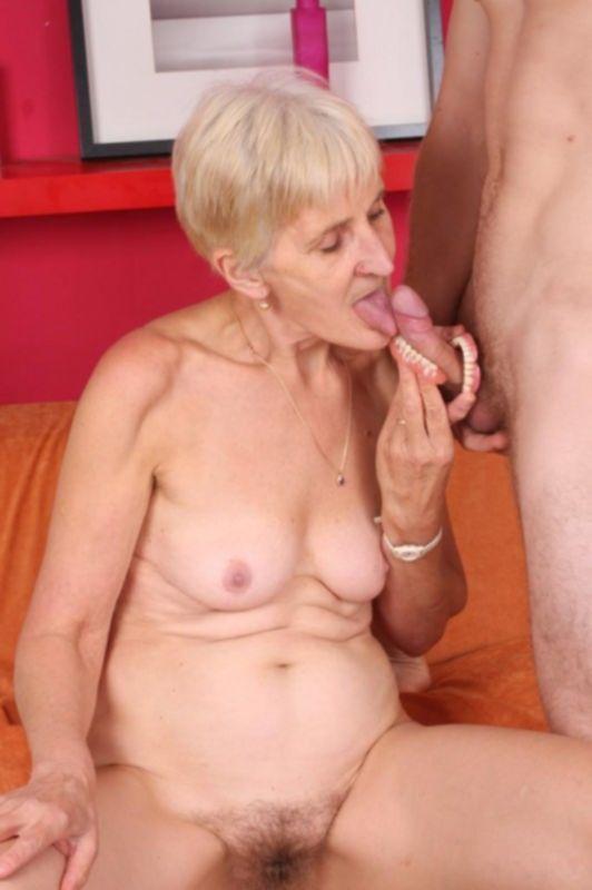 Старушка любит оральный секс и жесткий трах