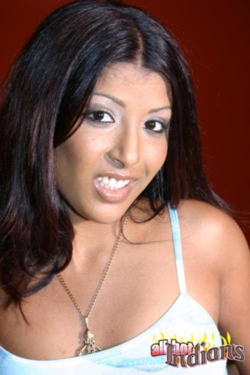 Эротическое соло с красивой индианкой на каблуках