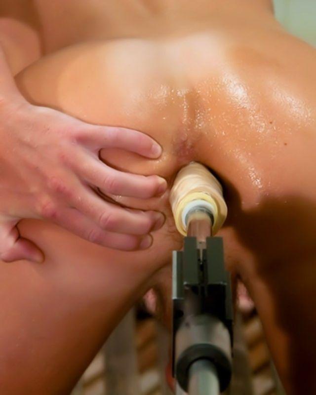 Секс машина ебет гея в жопу