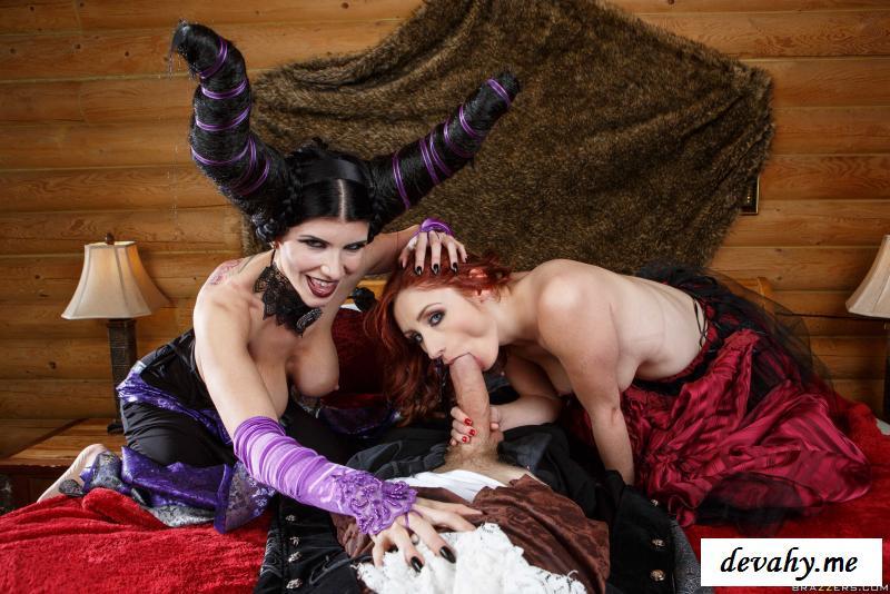 Обнаженные извращенцы в странных костюмах » Эротика фото. Смотреть как голые девки и девушки фотографируются