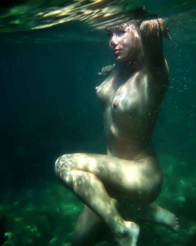 Необыкновенное порно молодой малышки под водой