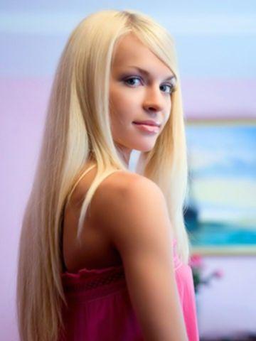 Нежная 18-ти летняя блондинка совращает незнакомца своим телом